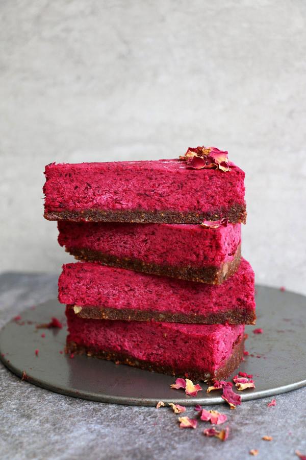 Torta vegana con noci e fichi secchi